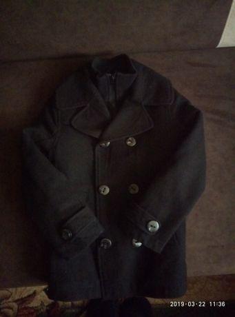 Продам пальто на мальчика 6 лет