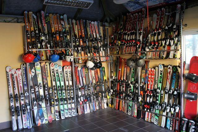 Narty, buty, snowboard używane.