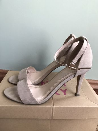 Beżowe sandały szpilki