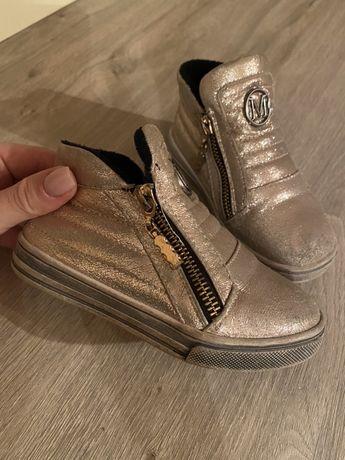 Ботинки 700₽
