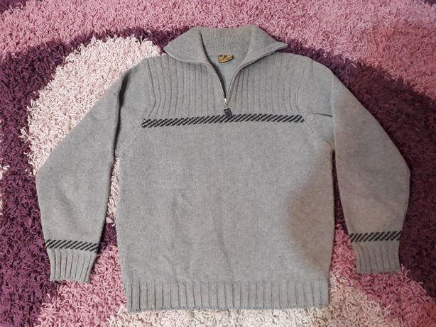 Śliczny sweter M