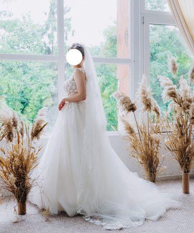 Свадебное платье с 3D цветами + шлейф