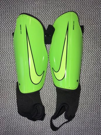 Щитки футбольные Nike Charge 170-180 см протектори щиток защита захист