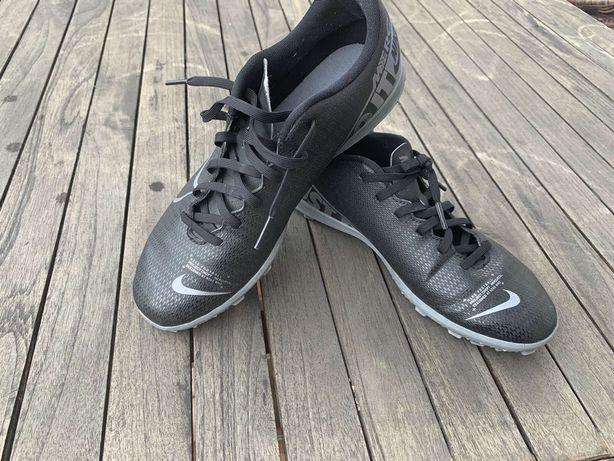 Продам сороконожки Nike