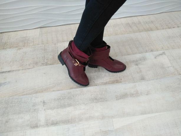 Продам новые женские утепленные ботинки 36 размера