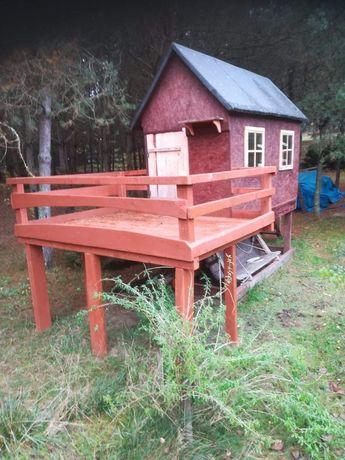 Domek ogrodowy z tarasem dla dzieci