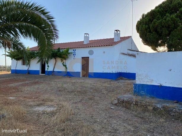 Quinta No Alentejo, no concelho de Serpa com moradia e um...