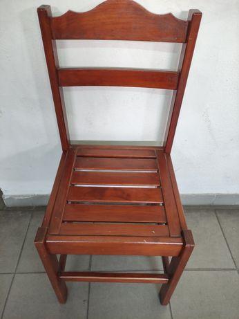 2 Cadeiras antiga em bom estado e para recuperar