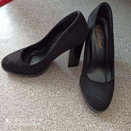 Замшевые туфли б/у.