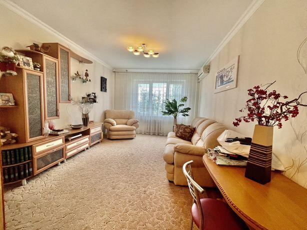 Продажа трехкомнатной квартиры на намыве возле АТБ