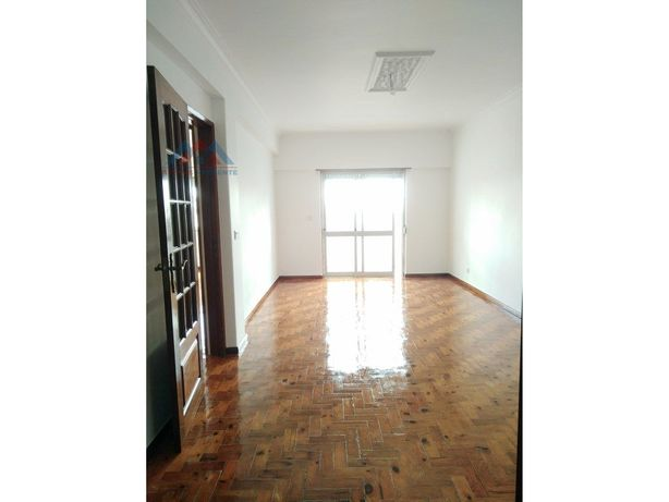 Apartamento T3 c/ box – Mina de Água