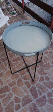 Stolik z  metalu