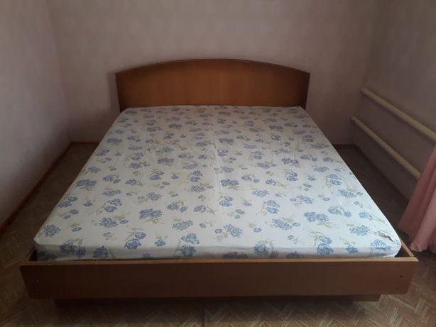 Продам кровать 1.6*2.0