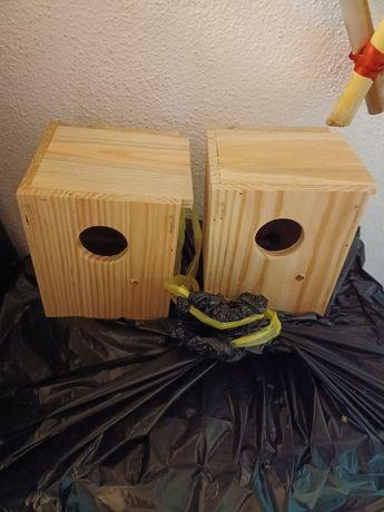 Ninhos em madeira para periquitos