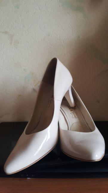 Buty, czółenka skórzane Eska, komunia, ślub kremowe, wanilia r. 38