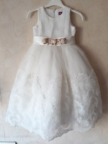Шикарное платье на 6 лет