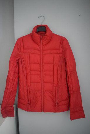 Czerwona kurtka pikowana