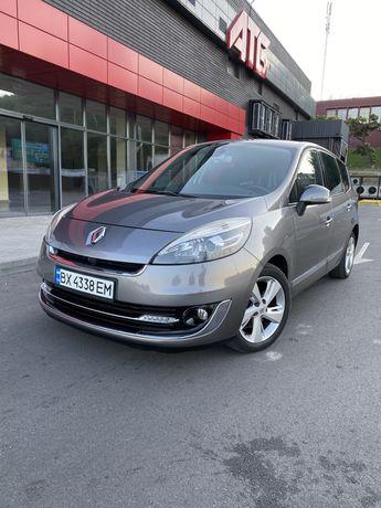 Продам Renault Grand Scenic 2012 года в макс. комплектации