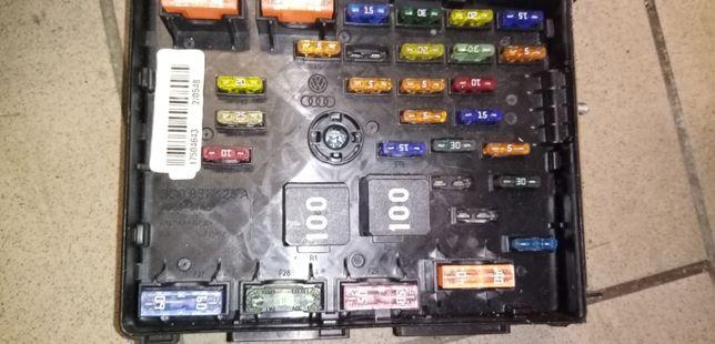 Skrzynka bezpieczników Skoda VW Passat B7