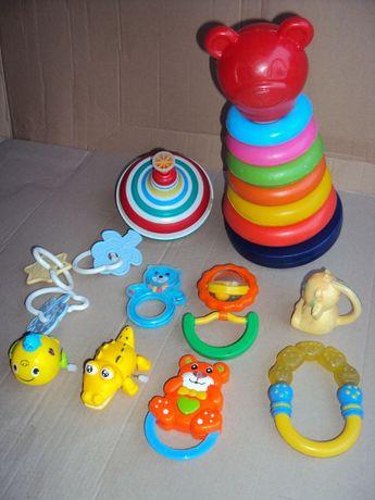 Grzechotka kotek hipopotam okulary aparat wiatrak bąk ukłdanka zabawki