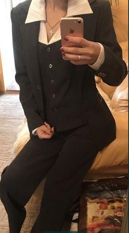 Деловой костюм брючный классика