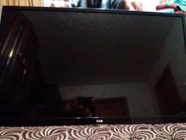 Продам Смарт TV LG 42LA644V   2013г.