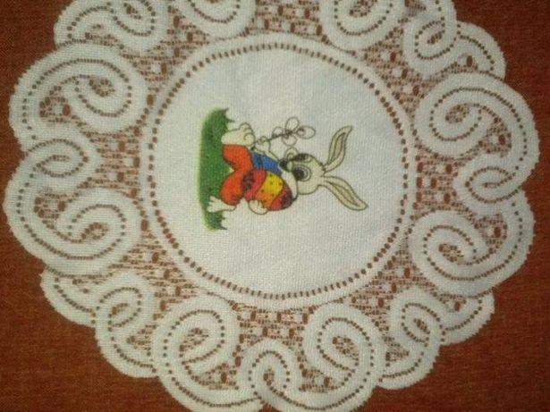 serwetka biała z zajączkiem wielkanocna idealna do koszyczka Wielkanoc