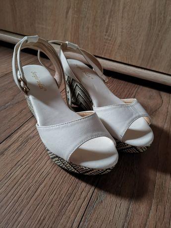 Buty sandały białe z kolorową koturną 37