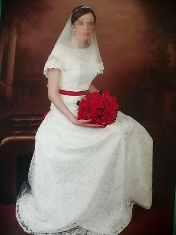 Продаю СУКНЮ Весільну, вечірню.