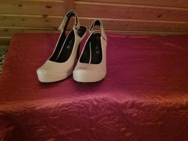 Buty inne niż wszystkie, mogą być do ślubu