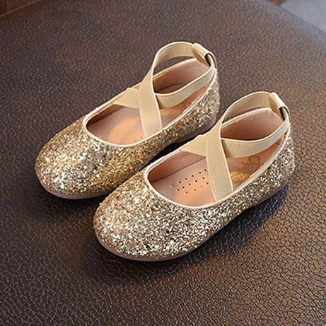 Очень красивые туфельки для принцессы размер ,26,по стельке 16см