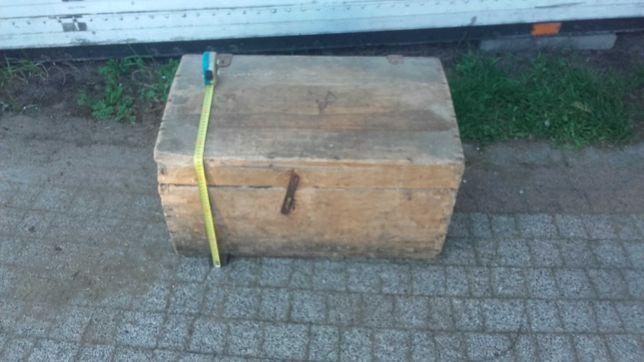 Drewniany kufer skrzynia