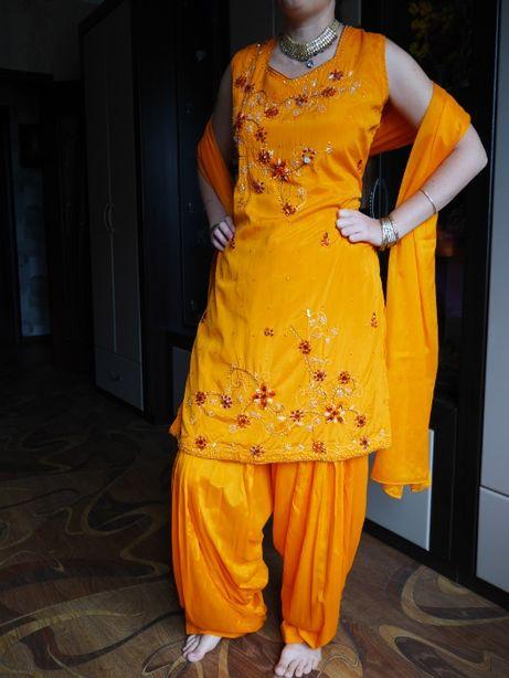 Индийский восточный костюм, сари