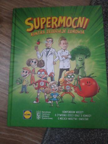 Książka Supermocni oraz wiersze Tuwima