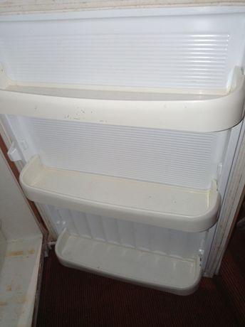 Продам компактный холодильник в рабочем состоянии.