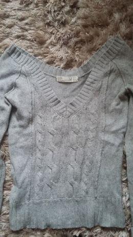 Szary sweterek 34/36 xs/s warkocze ciepły