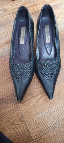 Продам женские чёрные туфли