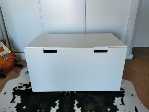Banco IKEA com gavetão. Óptimo para quarto de criança!