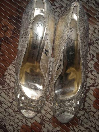 Новые босоножки, туфли нарядные 39 р