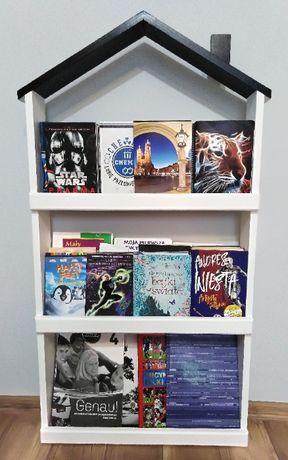 Półka na książki w kształcie domku
