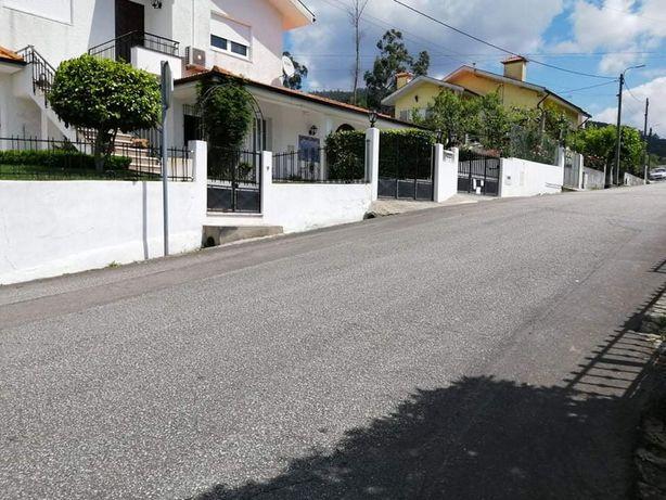 Portões de casa pretos