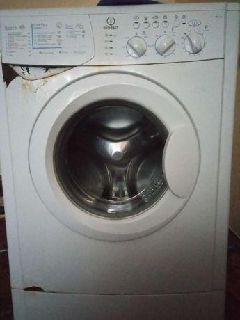 Машинка стиральная Indesit wiul83 в рабочем состоянии. Срочно. Торг
