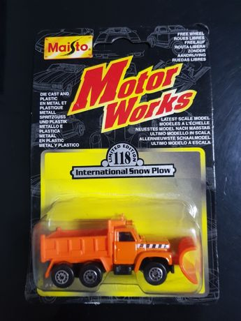 International Snow plow da marca Maisto