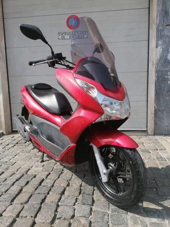 Honda PCX 125cc Vermelha
