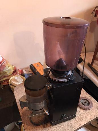 Кофемолка итальянская Anfim профессиональная