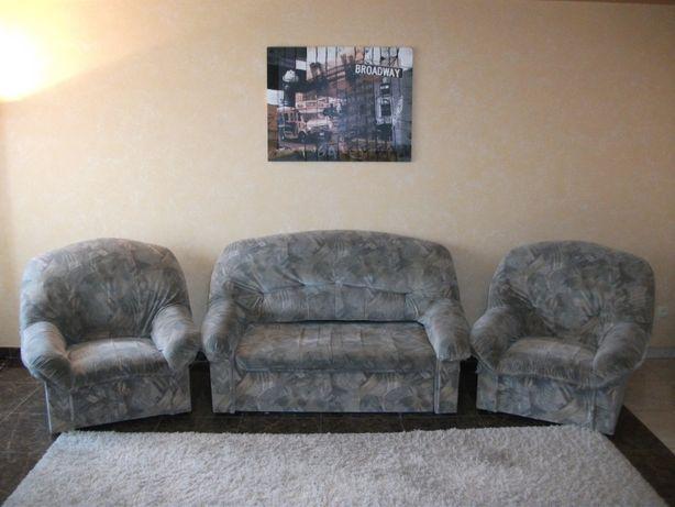 Мягкая мебель бу. Удобный раскладной диван и два кресла.