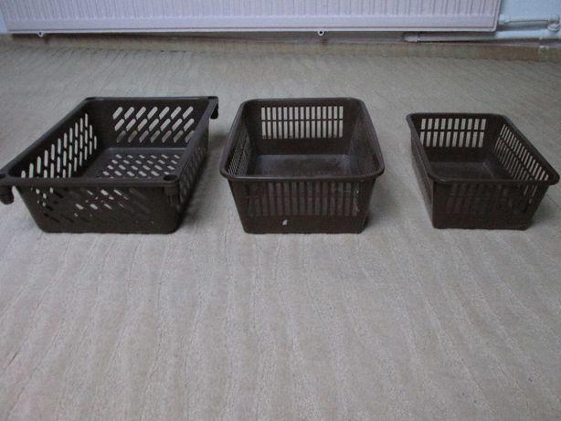 Koszyki plastikowe w różnych rozmiarach.