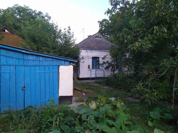 Продам будинок та присадибну ділянку