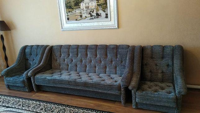 Мягкий диван раскладной с двумя креслами