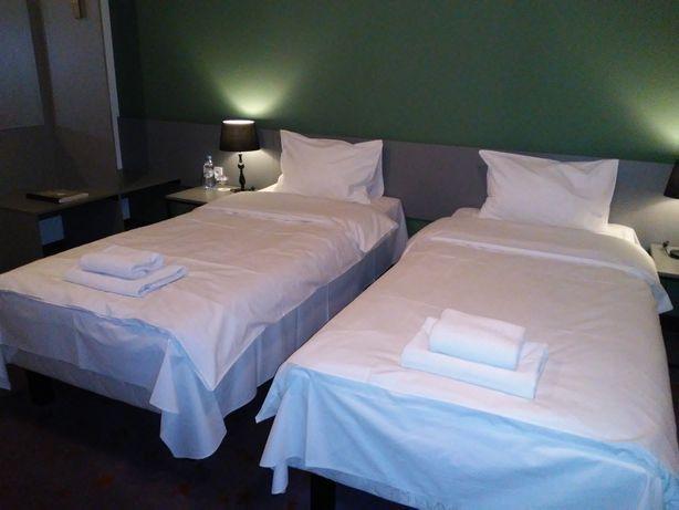 Pokoje 1 lub 2-os z aneksami kuchennymi w Hotelu Koszary